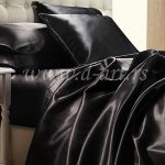 crna posteljina od svilenog satena za bračni krevet