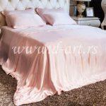roze posteljina od svile