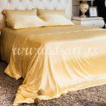 žuta svilena posteljina