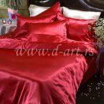 crvena posteljina od svilenog satena