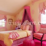 baldahin za roze suknjicom u decijoj sobi