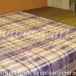 karirani prekrivaci za spavacu sobu