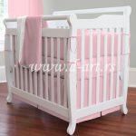 roze posteljina za bebe i spavacu sobu