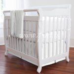 bela posteljina za bebe sa licem i nalicjem